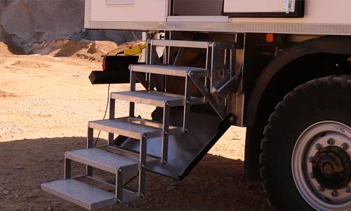 echelle d acces camion 4x4 aménagé man mercedes iveco escabeau echelle van vanlife rampe ciseaux coffre innovation