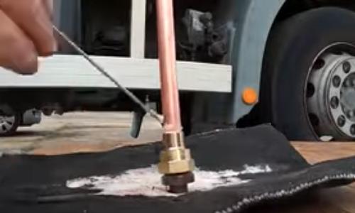 installation gaz camion aménagé camping car fourgon van life vanlife auto construction dreal qualigaz